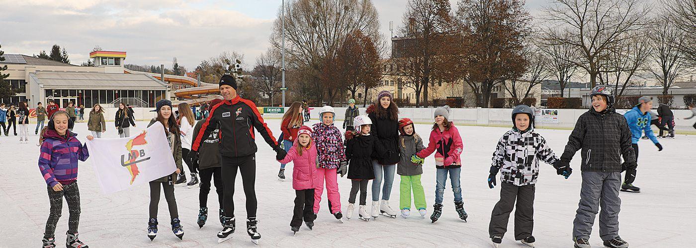 Kinder beim Eislaufen