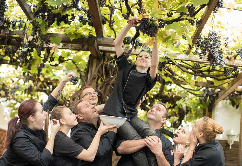 Team des Stadtwirts im Gastgarten