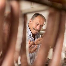 Herr Thamhesl mit eigens produzierten Köstlichkeiten