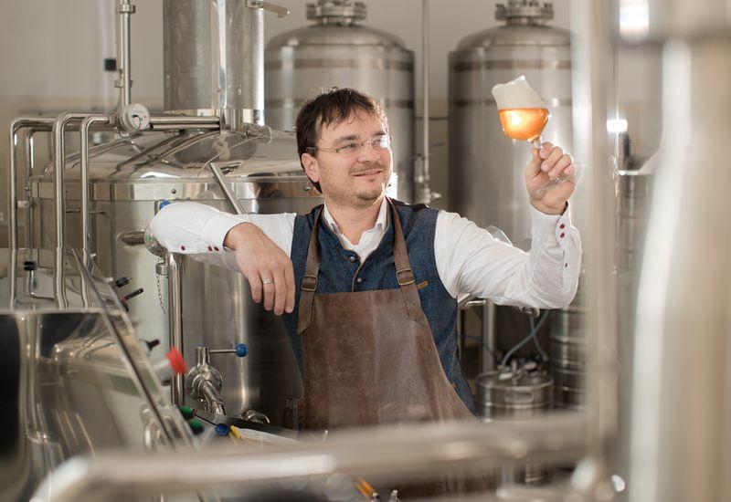 Herr Krammer in der Brauerei