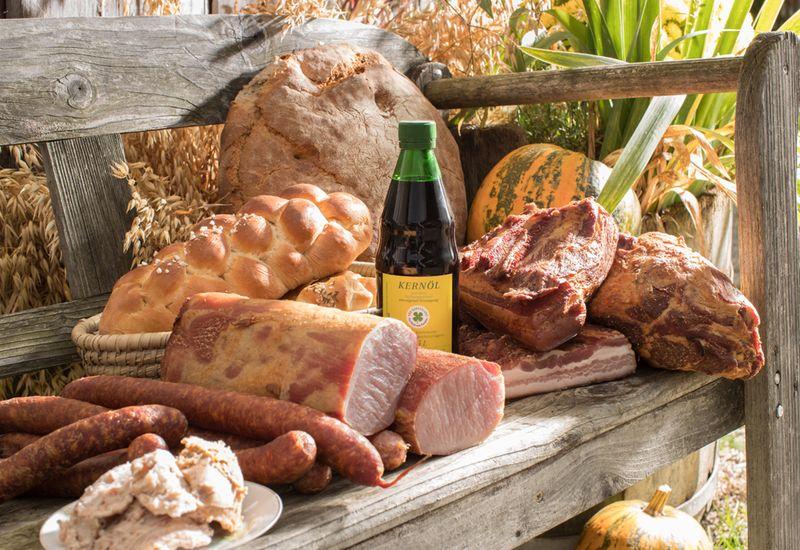 Fleisch und Brot Spezialitäten der Familie Szabo